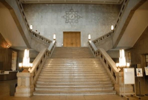 半沢直樹2の東京中央銀行はどこのビル?大階段のロケ地も併せて調査!